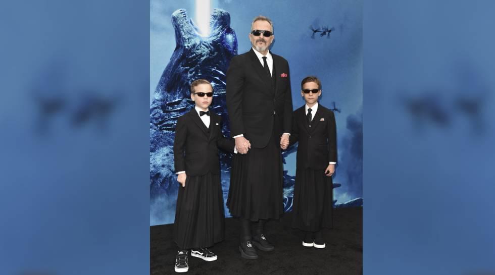 Miguel Bosé y sus hijos en el estreno de 'Godzilla', el 18 de mayo en Hollywood, California.