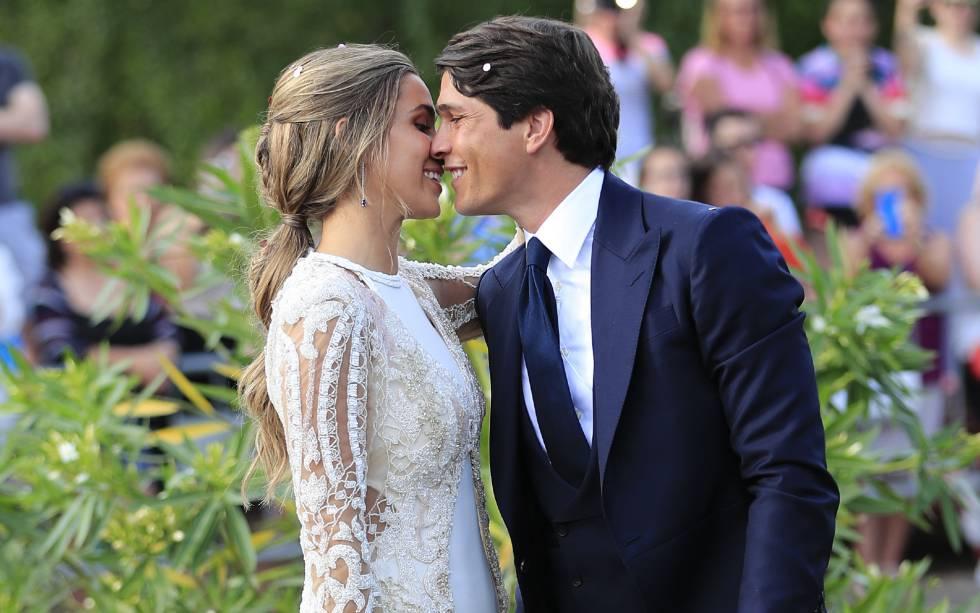 María Pombo y Pablo Castellano durante su boda en Santander, el 22 de junio.