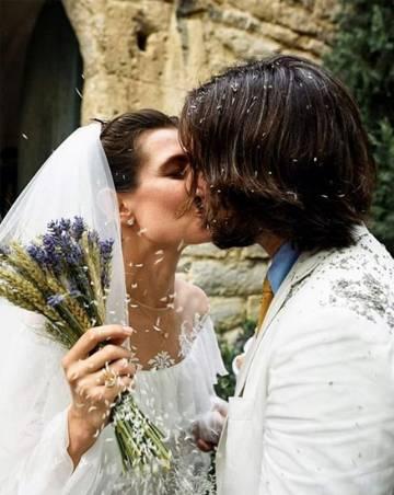La pareja, tras celebrar el enlace.