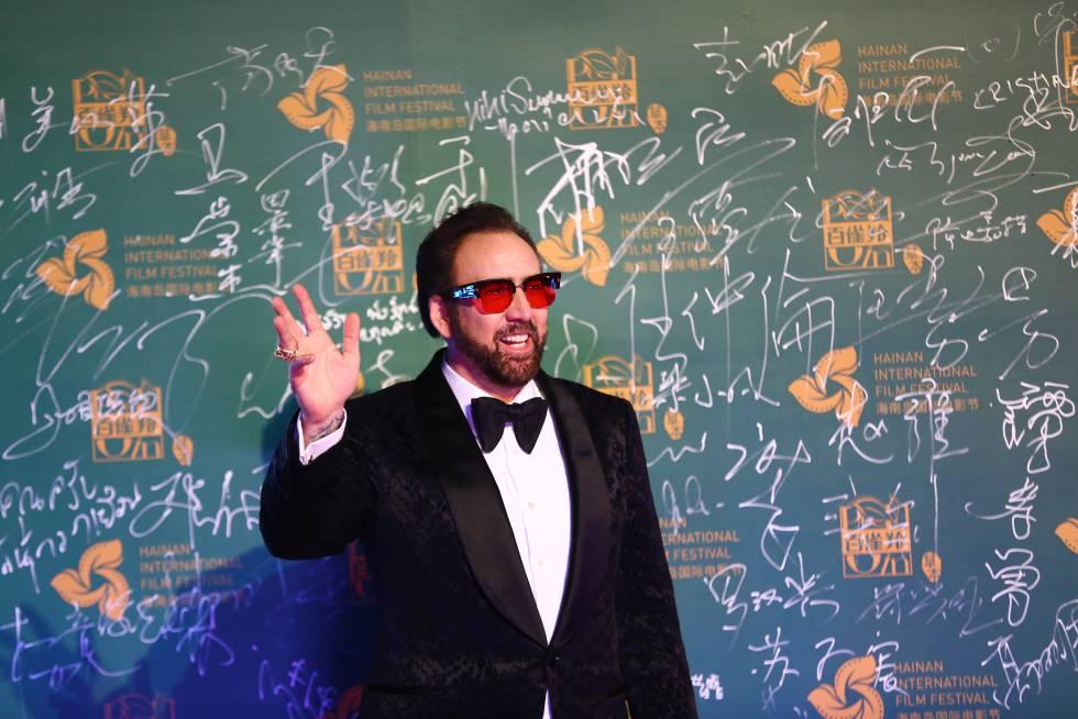 Nicolas Cage saluda a la prensa durante la primera edición del Hainan International Film Festival, en China, que tuvo lugar en diciembre de 2018.