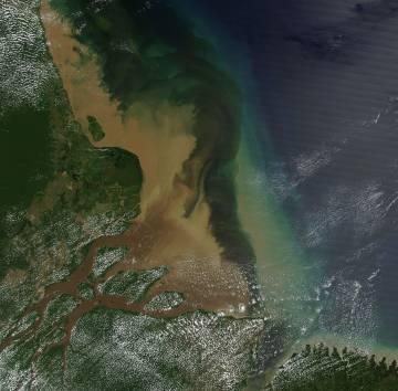 La ingente cantidad de sedimentos que descarga el río Amazonas en el Atlántico, vista desde el satélite.