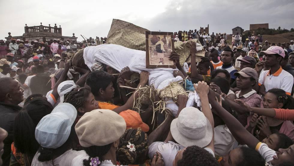 Madagascar, la isla en la que los muertos bailan | Blog Paco Nadal | EL PAÍS
