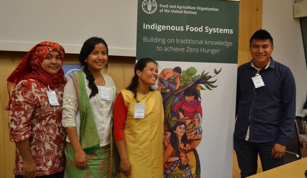Participantes en el encuentro de jóvenes indígenas y sistemas alimentarios, en la sede de la FAO, en Roma.