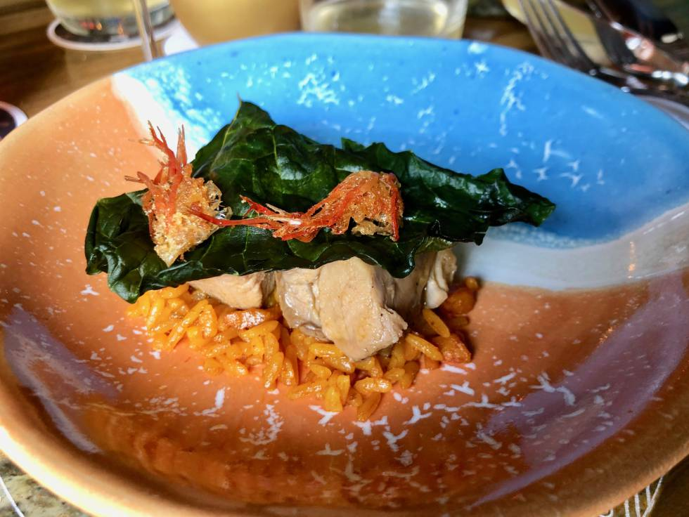 Chivo guisado en agua de coco, sobre arroz de camarones secos guajiros Capel