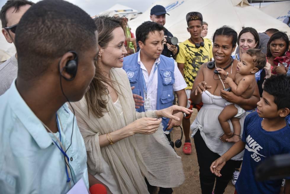 Angelina Jolie en su visita como Enviada Especial del Alto Comisionado de Naciones Unidas para los Refugiados, en Maicao, Colombia, el pasado junio.