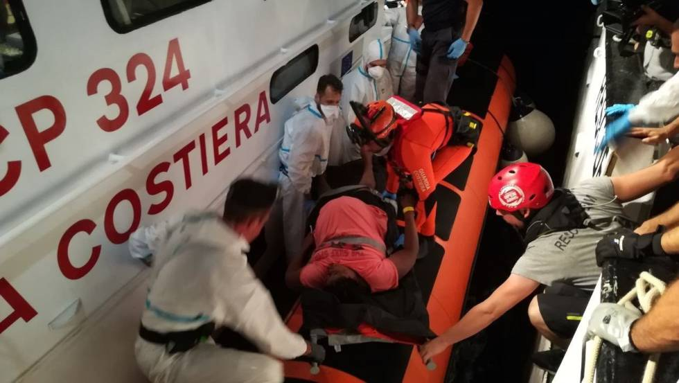 The Italian Coast Guard evacuates two pregnant women from the 'Open Arms' rescue ship.