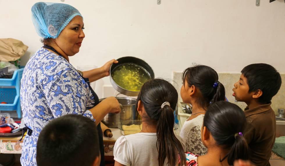 Para muchos de los menores que acuden a esta casa esta es su única comida diaria.