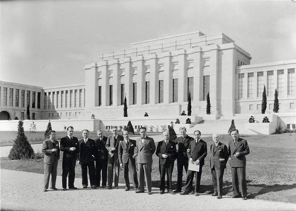 El comité internacional que veló por las obras en el extranjero, ante la Sociedad de Naciones, en Ginebra.