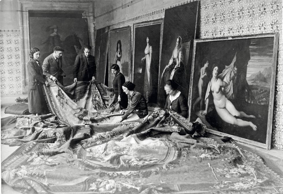 """Conocida como """"operación de salvamento"""", la movilización de joyas del legado artístico español supuso la participación de especialistas dedicados a la conservación y restauración de obras de arte."""