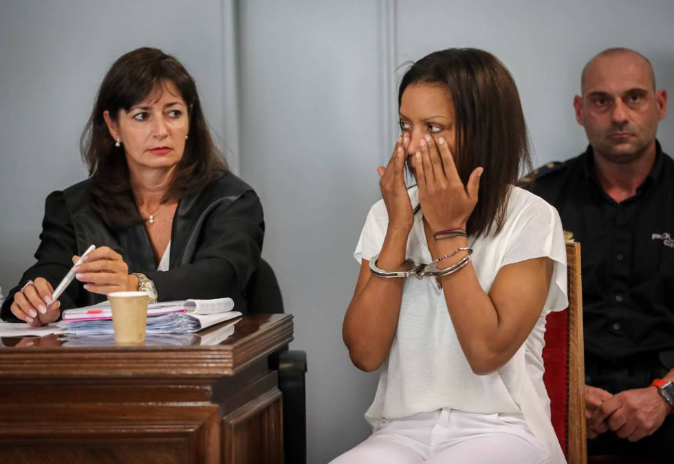 The defendant crying at her trial.