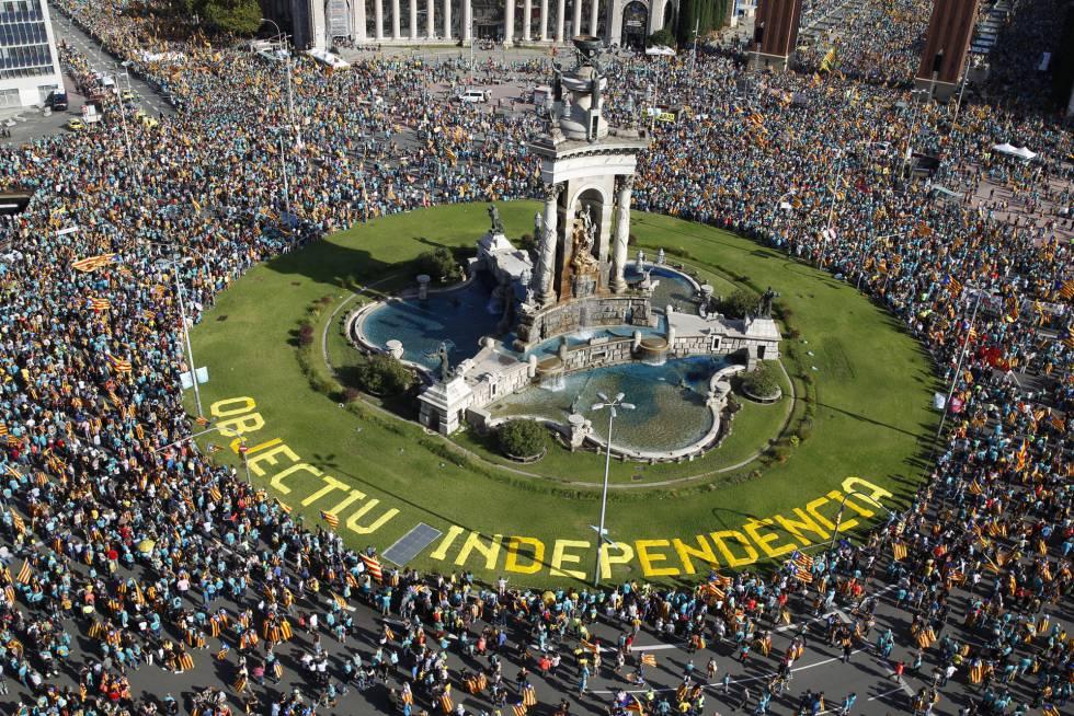 Hatszázezer katalán vonult utcára a függetlenséget remélve