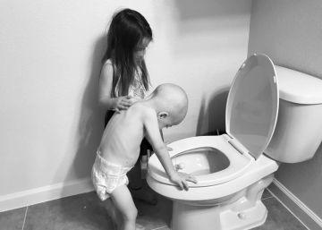 O consolo de uma menina ao irmão de quatro anos com câncer se torna viral