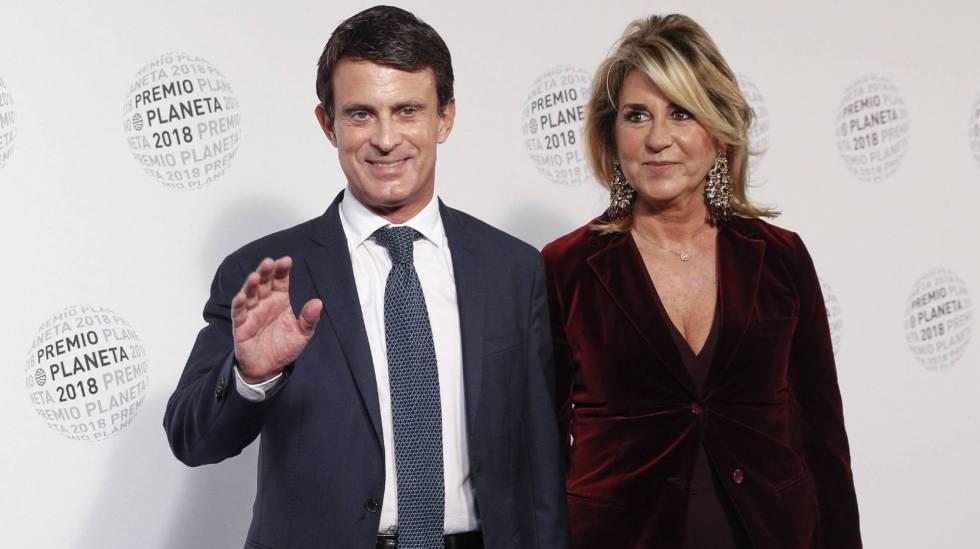 Manuel Valls y su pareja, Susana Gallardo, en los premios Planeta 2018 en Barcelona. La primera vez que posaron juntos.