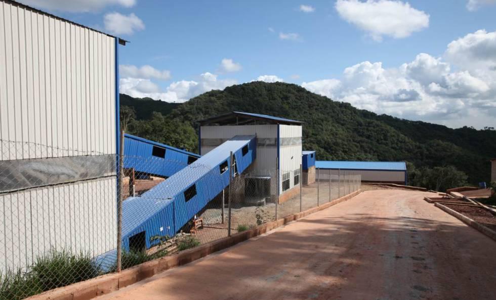 Planta procesadora de la compañía minera Dayu cerca de Masumbiri, en Sierra Leona .
