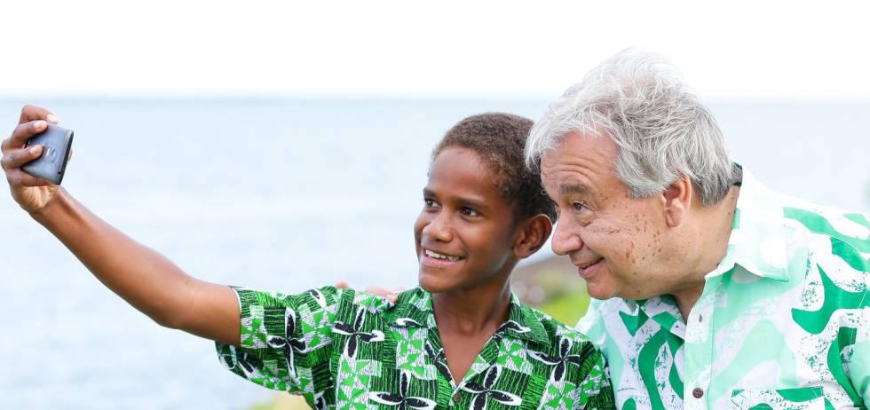 Timoci con Antonio Guterres en Fiji.