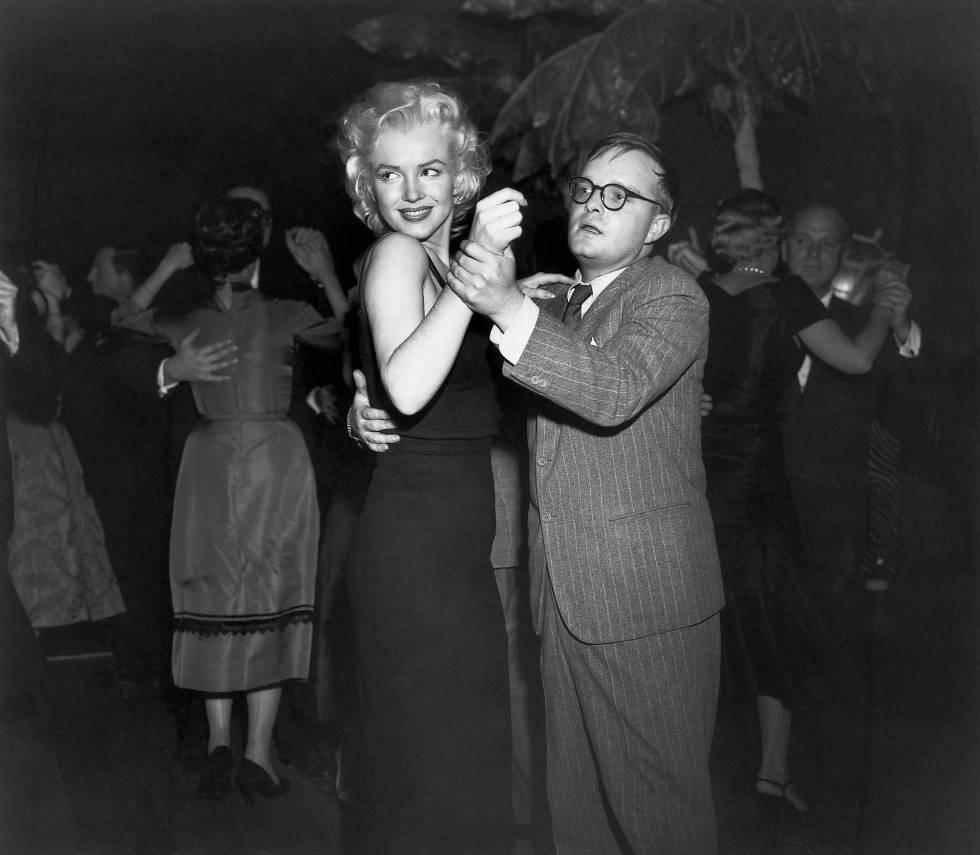 Truman Capote bailando con Marilyn Monroe en Nueva York.