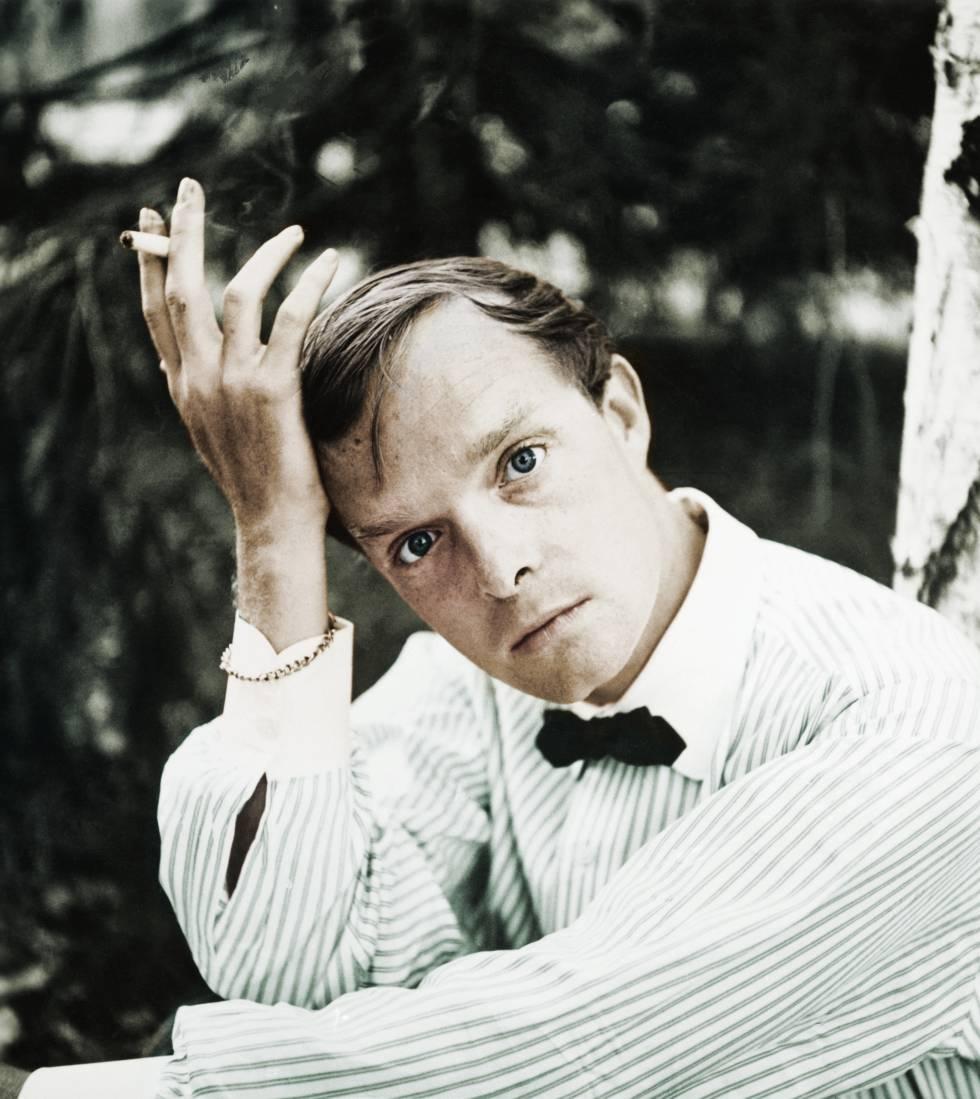 Un joven Truman Capote con su pose más introspectiva.