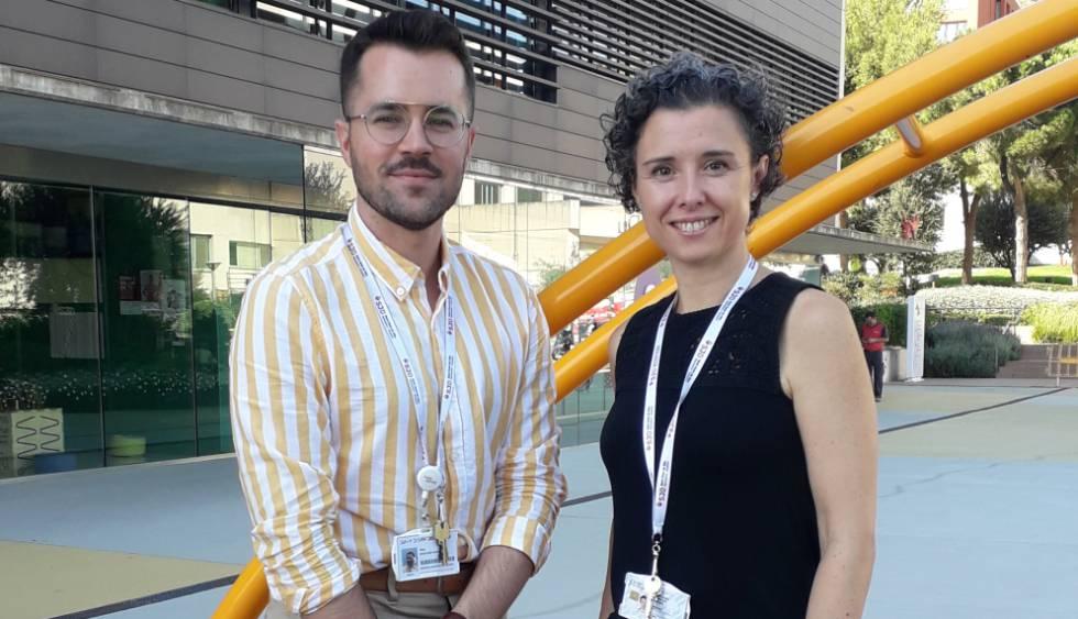Los investigadores Antonio Martínez-Monseny y Mercedes Serrano, autores del estudio sobre esta dolencia metabólica, en el Sant Joan de Déu
