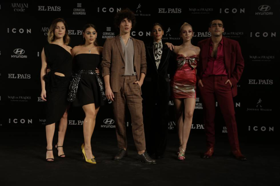 The actors of 'Elite' Georgina Amorós, Danna Paola, Jorge López, Mina El Hammani, Ester Expósito and Omar Ayuso, this Wednesday at the gala of the V ICON Awards, in Madrid.