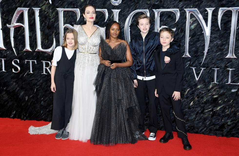Angelina Jolie Con sus hijos Vivienne, Zahara, Shiloh y Knox, en el estreno en Londres de 'Maléfica: Maestra del mal'.