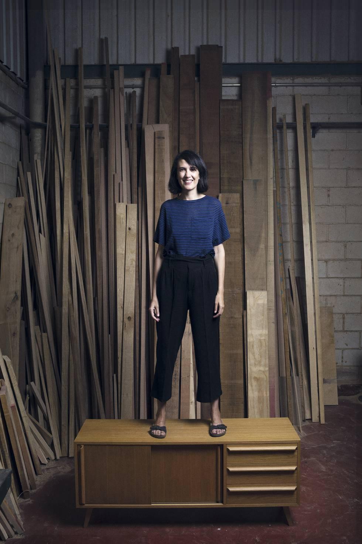 Laura Martínez y su marido no encontraban el aparador nórdico que querían y decidieron fabricárselo ellos mismos. Ahora, desde Énola, elaboran muebles personalizados.