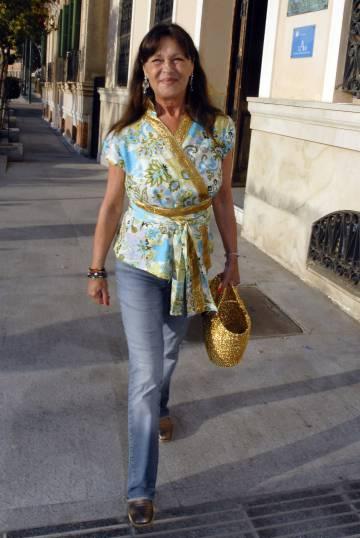 Pepa Flores acude a la exposición de fotografía de su hija, María Esteve, en Málaga, en 2012.
