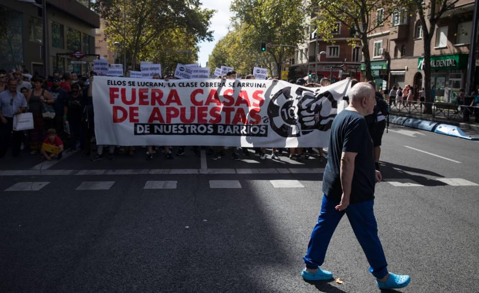 Manifestación contra las casas de apuestas de Madrid en Bravo Murillo el pasado 6 de octubre.