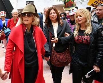 Las actrices Jane Fonda, Catherine Keener y Rosanna Arquette en el Senado.