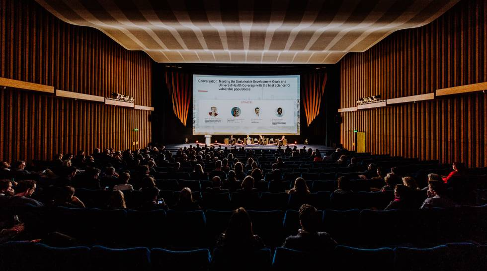 Auditorio durante la celebración del 15 aniversario de la Iniciativa para el Desarrollo de Medicamentos para Enfermedades Olvidadas (DNDi) en Berlín (Alemania).