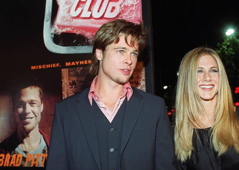 Brad Pitt y Jennifer Aniston fueron una de las parejas más seguidas y fotografiadas del cambio de siglo. Aquí posan juntos en el estreno en Los Ángeles de 'El club de la lucha' en 1999.