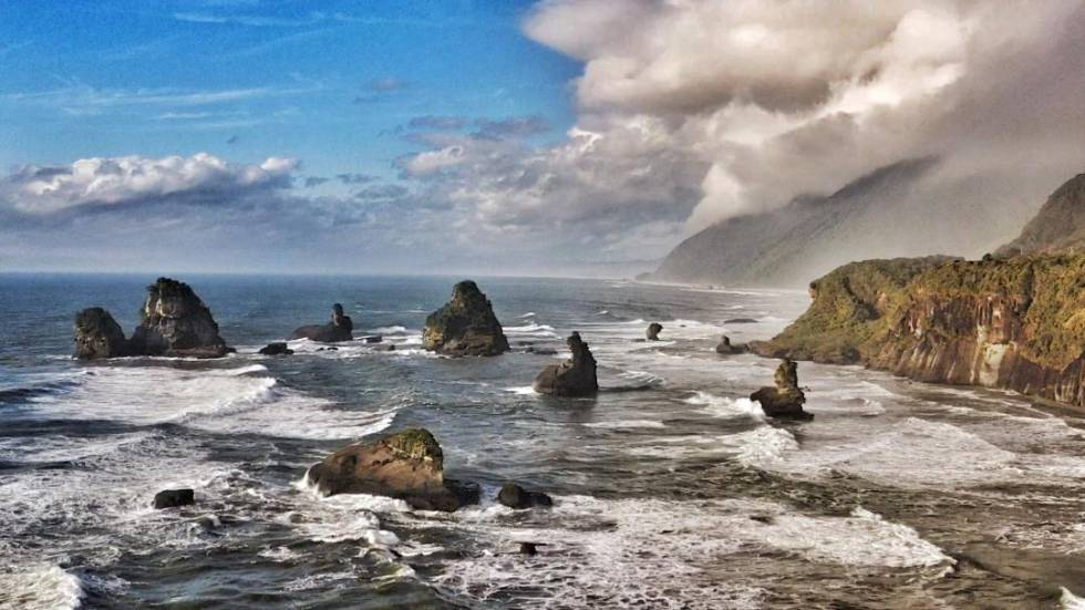 Paisaje litoral de la reserva marina y parque nacional Westland, en la escarpada costa oeste de la isla del Sur.