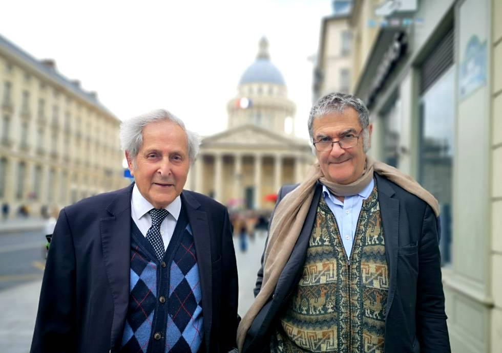 Los físicos franceses Claude Cohen-Tannoudji (izquierda) y Serge Haroche, en París.