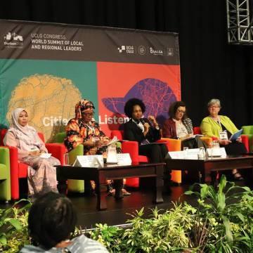 Sesión sobre igualdad de género en el congreso de líderes locales en Durban.