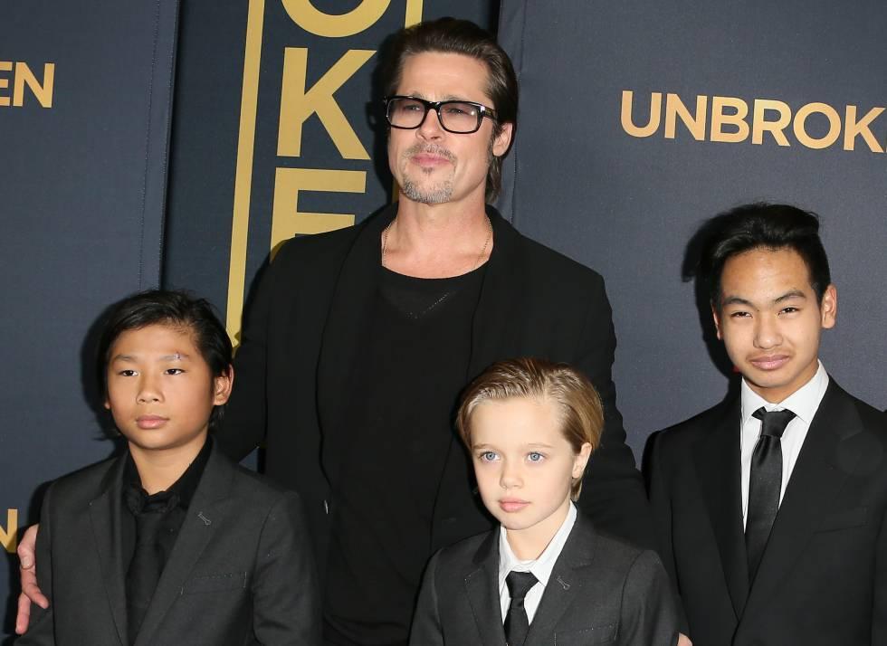 Brad Pitt con sus hijos Maddox, Pax y Shiloh, en 2014.