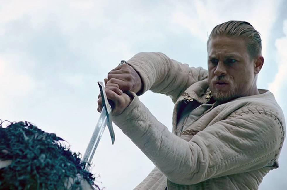 Charlie Hunnam ha sido el último en dar vida al rey Arturo en la película 'Rey Arturo: La leyenda de Excalibur' (2017).