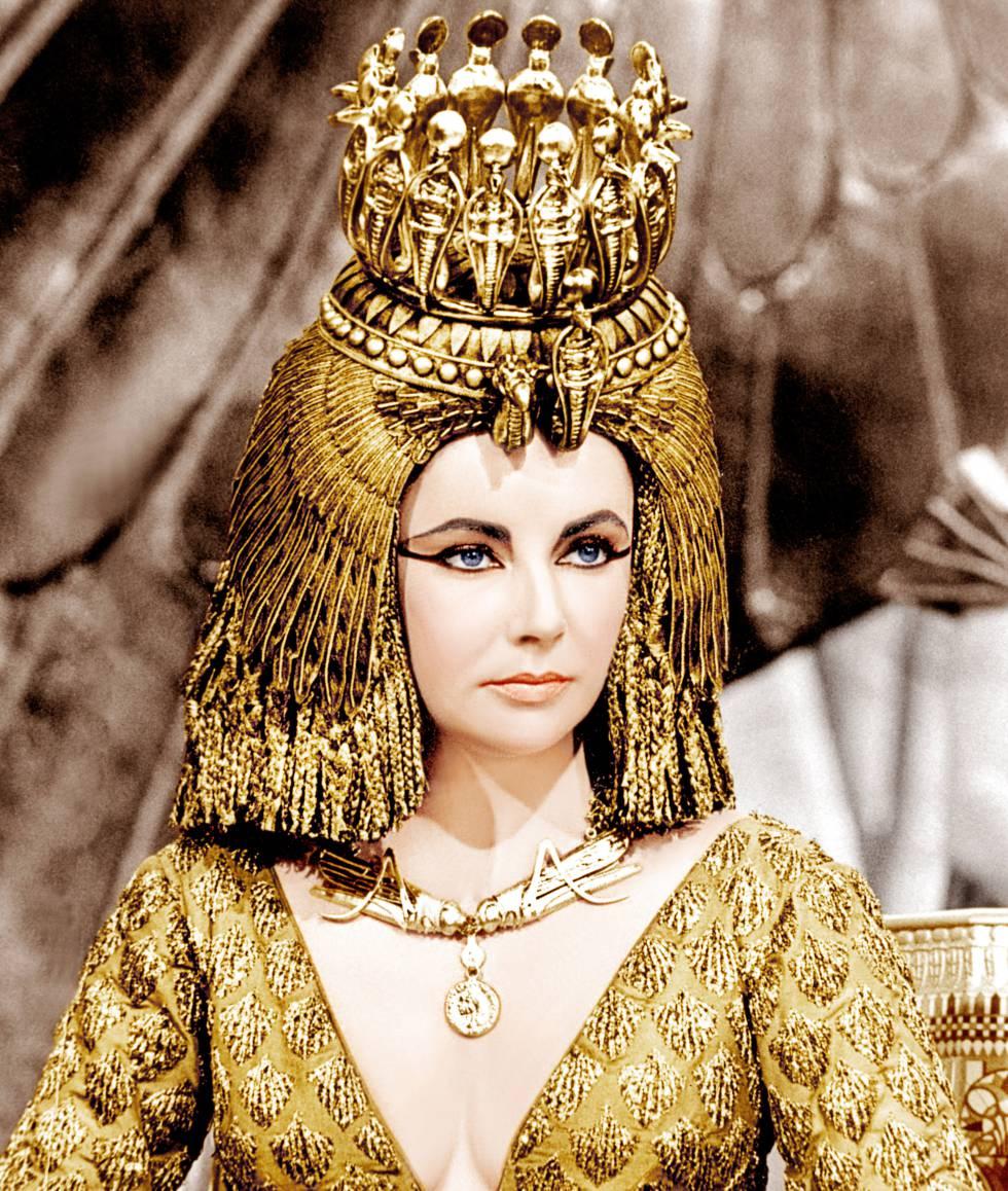 La Cleopatra que interpretó Elizabeth Taylor en 1963 era una especie de estrella del pop que vestía de forma lujosa y extravagante.