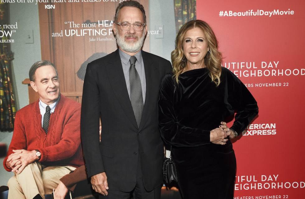 Tom Hanks y su esposa Rita Wilson en el estreno en Nueva York de su nueva película 'Un amigo extraordinario'.