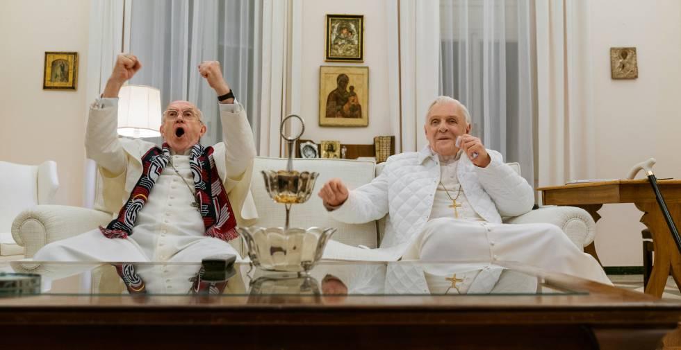 Un fotograma de 'Los dos papas' con Jonathan Pryce y Anthony Hopkins.