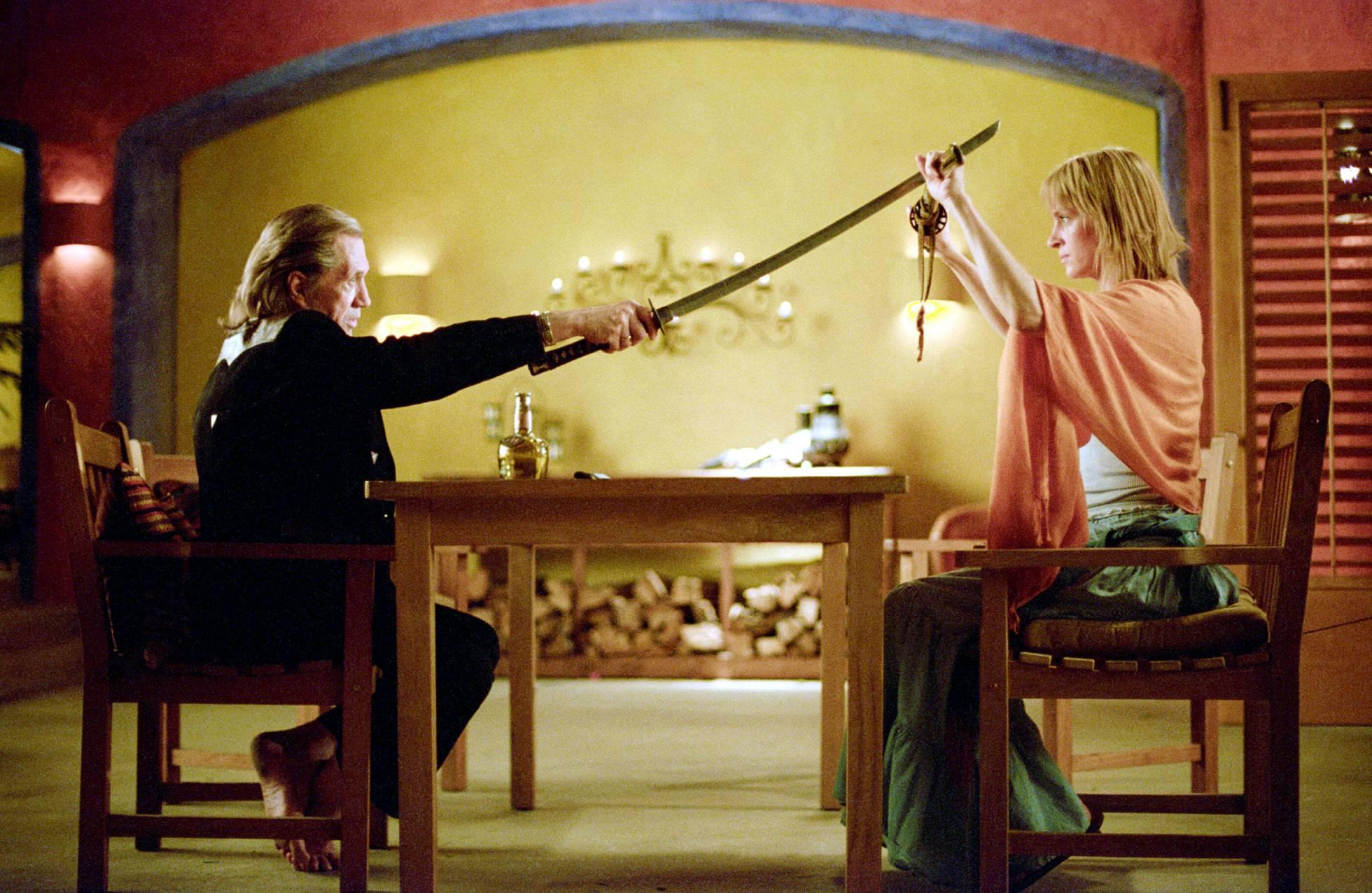 Moment de 'Kill Bill' en què Keith Carradine i Uma Thurman, enemics íntims (i molt violents), es troba a la fi cara a cara.'Kill Bill' en el que Keith Carradine y Uma Thurman, enemigos íntimos (y muy violentos), se encuentra al fin frente a frente.