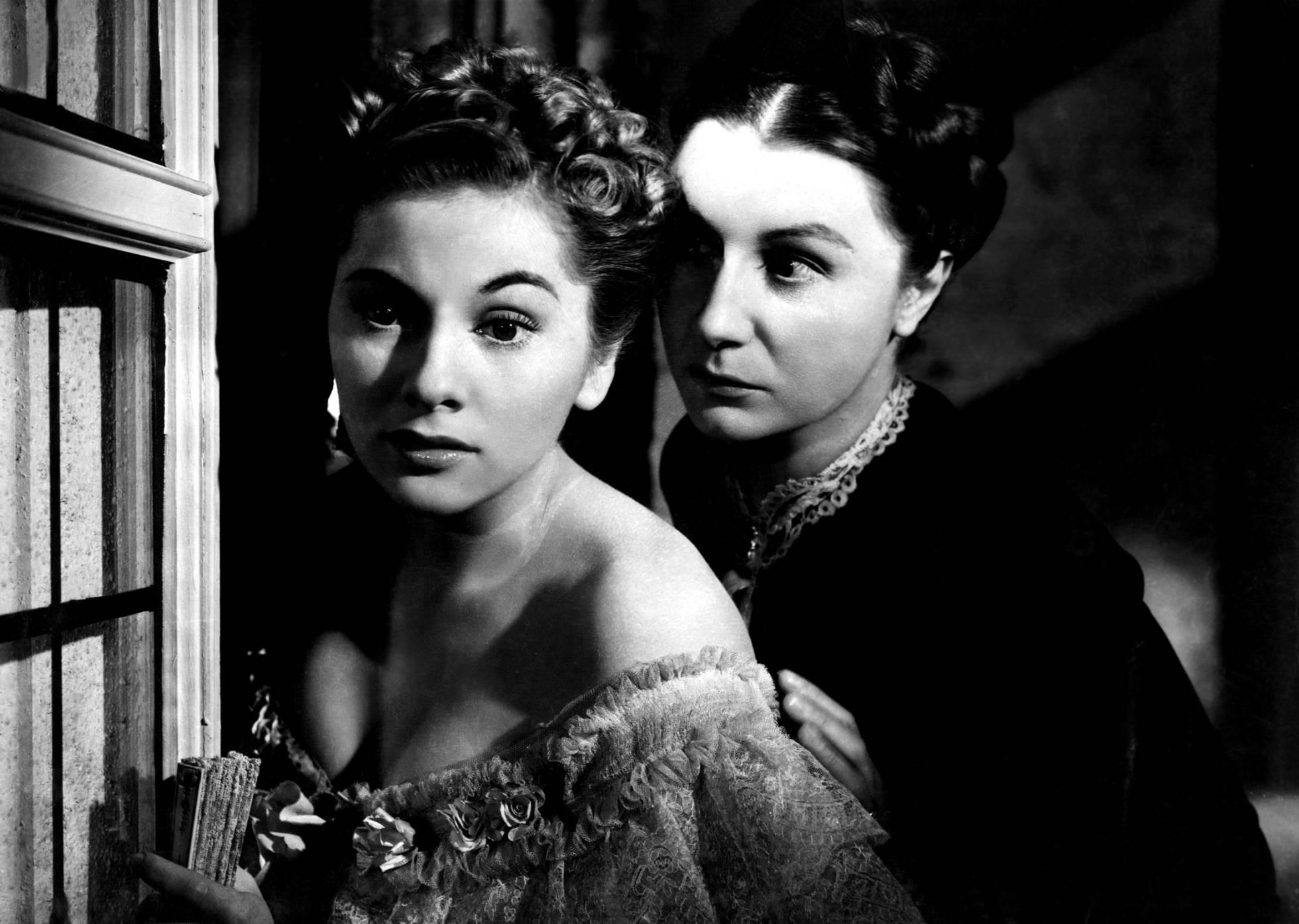 Joan Fontaine e Judith Anderson en 'Rebeca', a película de Hitchcock que podería considerarse a nai de Todas as obsesións cinematográficas.'Rebeca', la película de Hitchcock que podría considerarse la madre de todas la obsesiones cinematográficas.