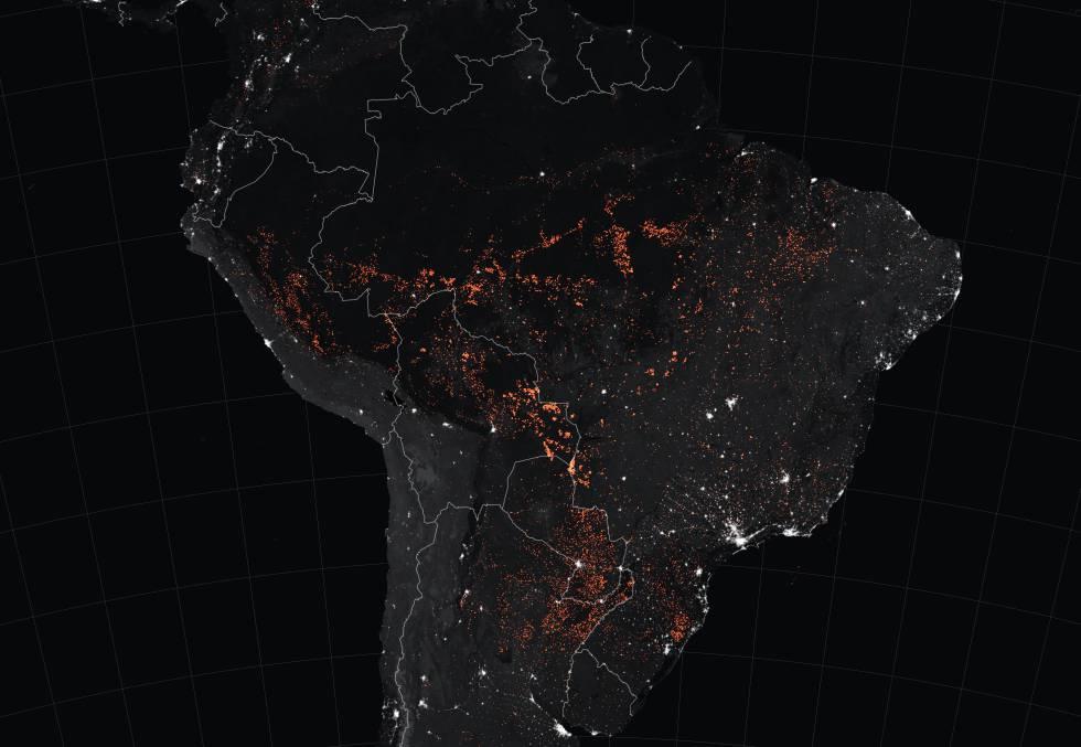 Incendios en América del sur vistos por la noche. La imagen acumula los producidos entre el 15 y el 22 de agosto de este año.