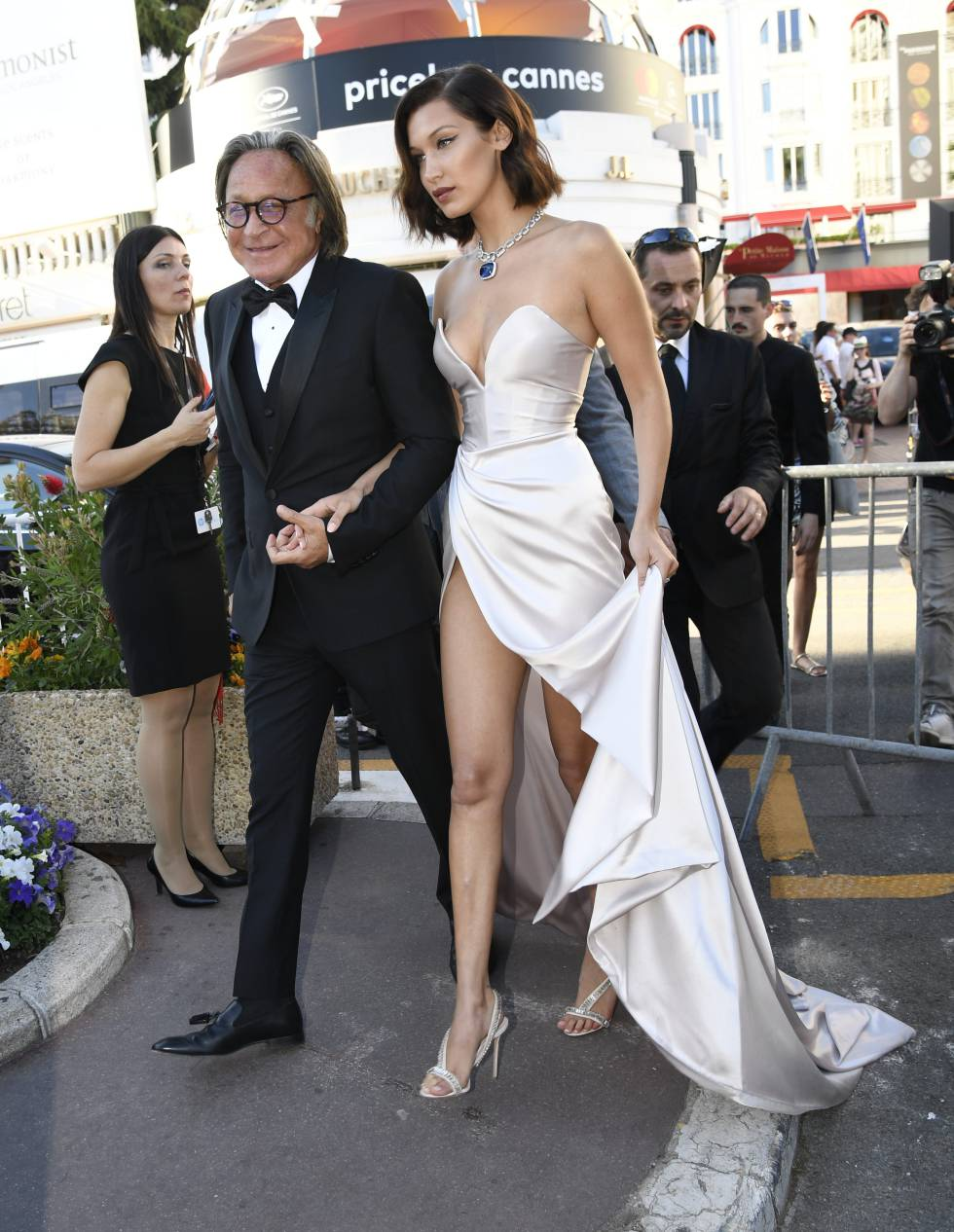 Mohamed and Bella Hadid at Cannes in 2017.