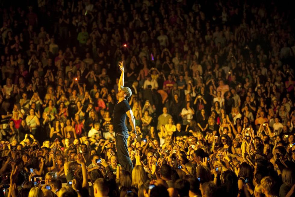 El cantante, en uno de sus conciertos, donde congrega a miles de personas.