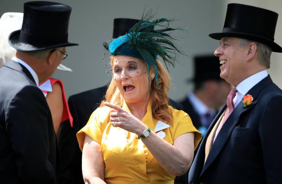 El príncipe Andrés y su exesposa Sarah Ferguson, en las carreras de Ascot el pasado junio.