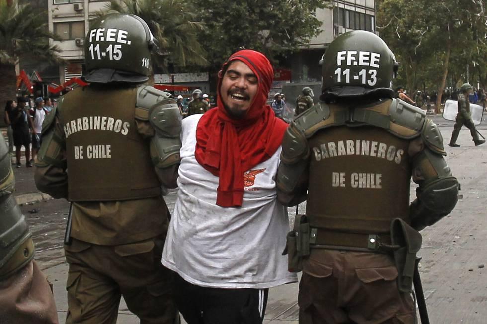 Los violencia y abuso de las fuerzas policiales chilenas contra cientos de manifestantes no se dejaron esperar