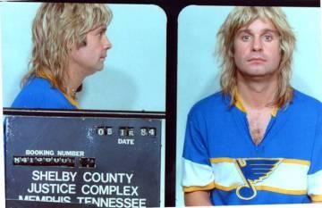 Ozzy Osbourne, arrestado en mayo de 1984 en Memphis, acusado de intoxicación pública.