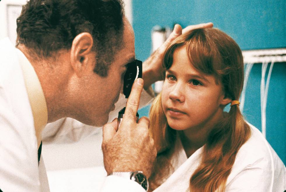 Una jovencísima Linda Blair en una escena de 'El exorcista' (1973), la película que le dio la fama pero también la encasilló para siempre.