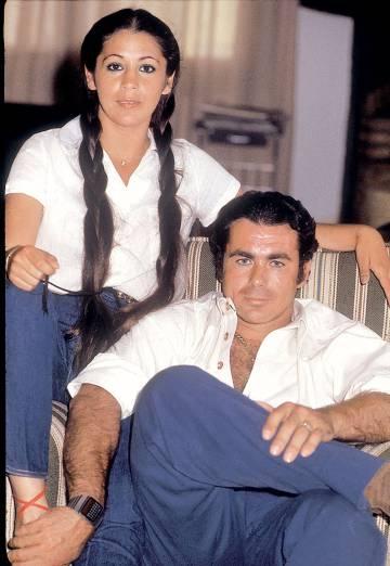 Isabel Pantoja y Francisco Rivera Paquirri, en una de las imágenes indéditas del libro 'Superviviente Pantoja'.