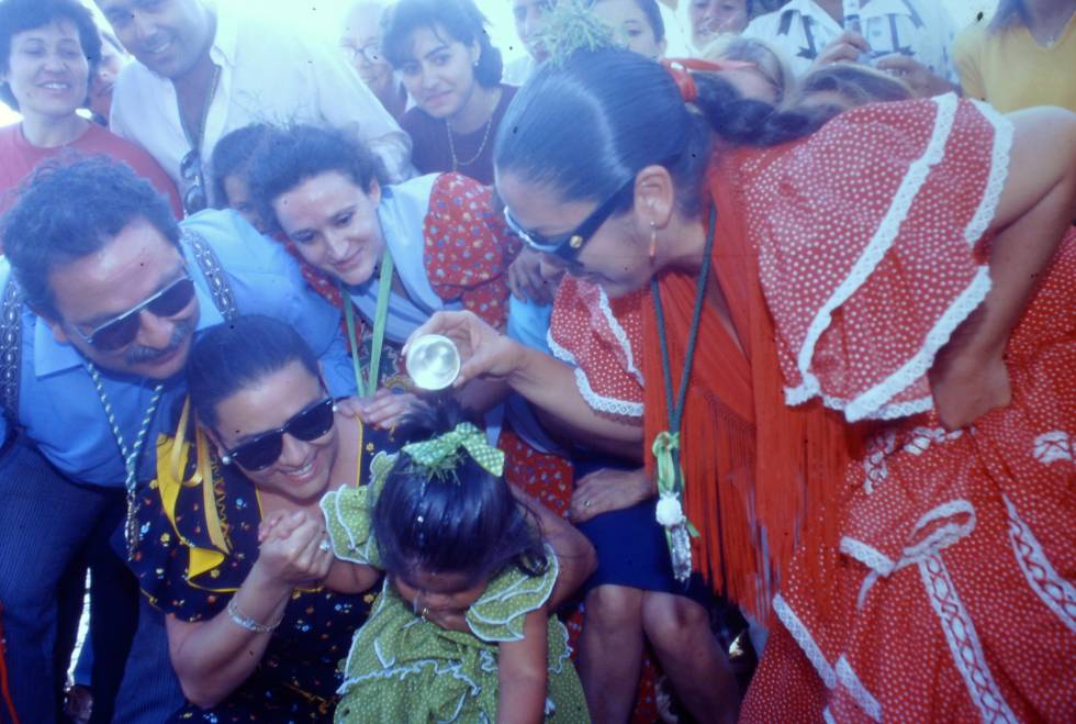 En 1997, Isabel Pantoja llevó a su hija Chabelita de dos años al Camino del Rocío y allí fue bautizada con María del Monte como madrina.