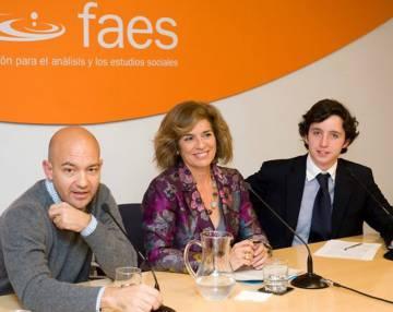 En la sede de la fundación FAES, junto a Jaime García-Legaz y Ana Botella.
